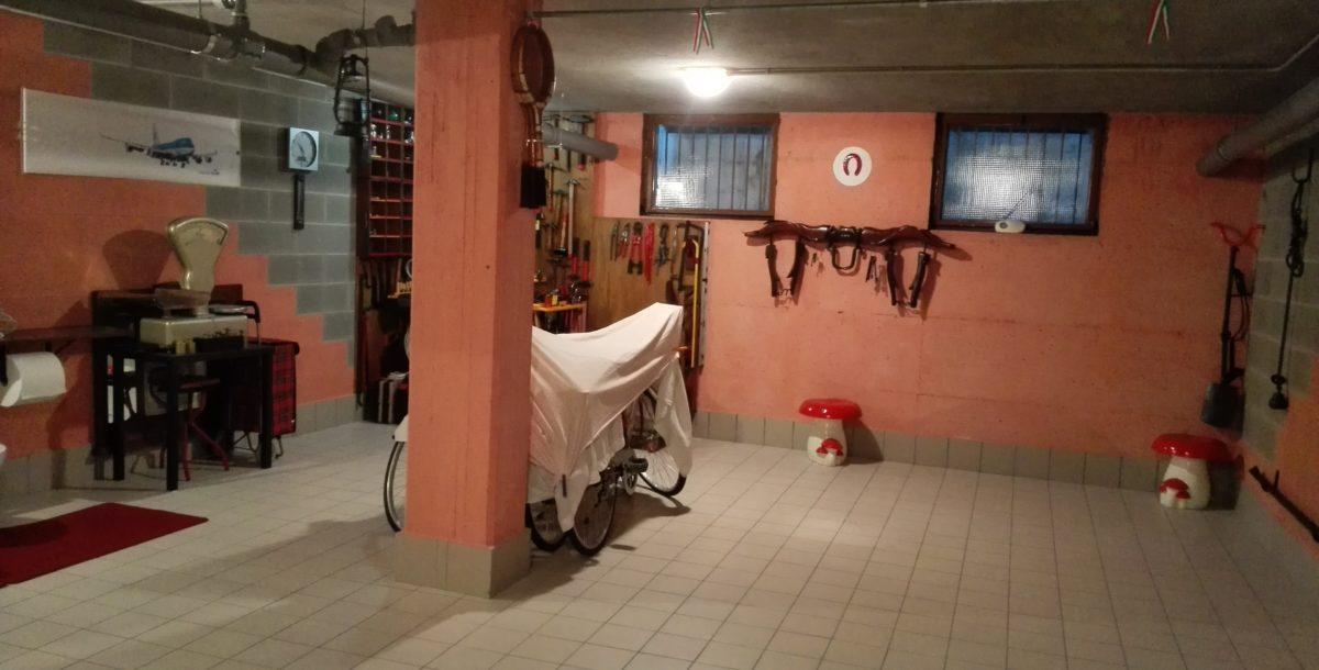 Ampio magazzino internamente rifinito